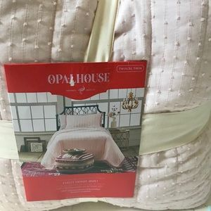 BRAND NEW OPALHOUSE TWIN QUILT - pale pink